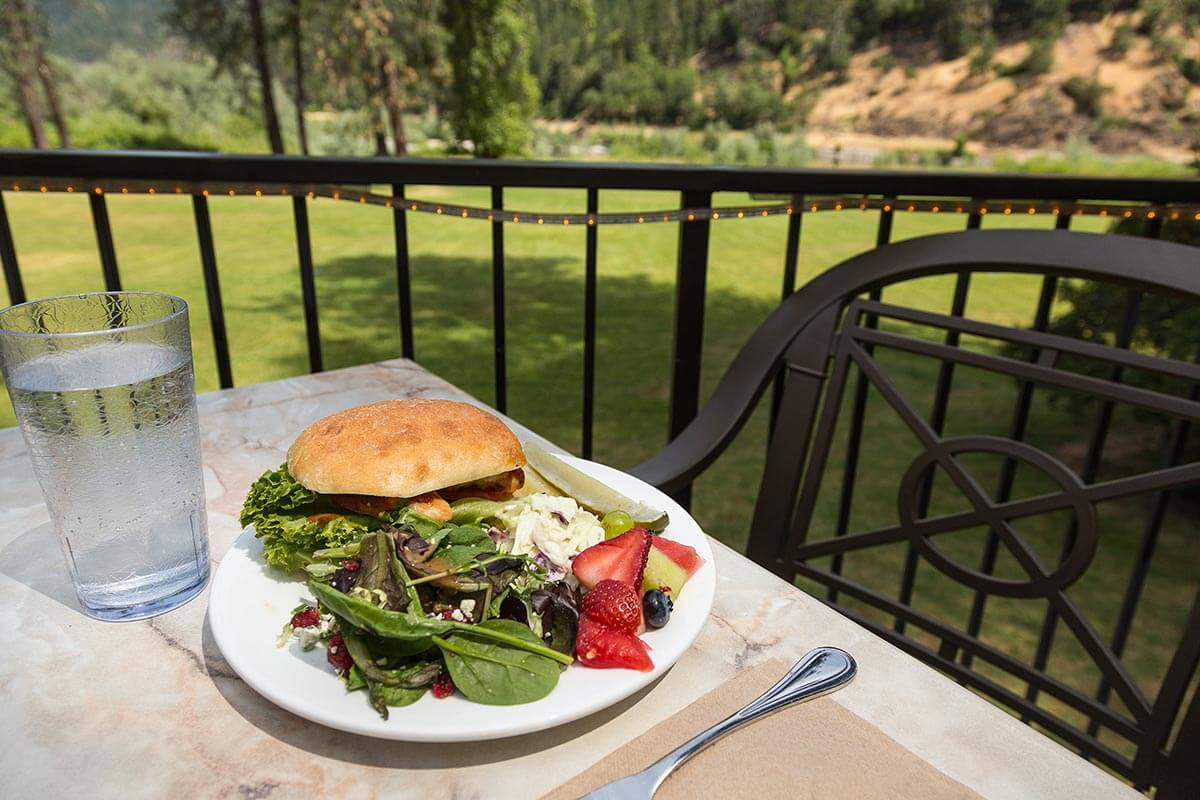 fishing lodge all inclusive lodge meals in Oregon